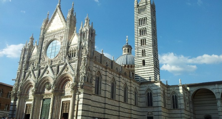 SIENA, IN THE SHADE OF THE TORRE DEL MANGIA, CLASSIC ITINERARY