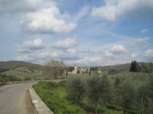 Panorama della Badia a Passignano dalla strada